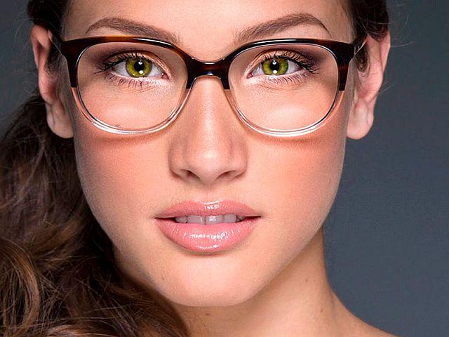 Як правильно зробити макіяж під окуляри з діоптріями