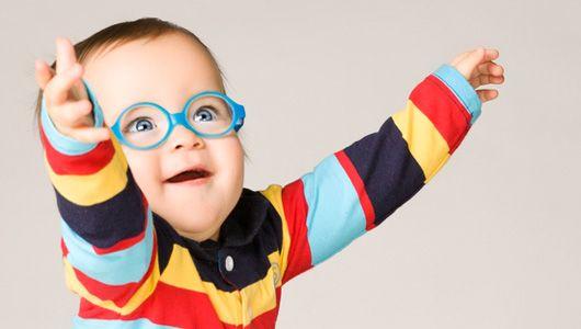 Коли починати носити окуляри дитині