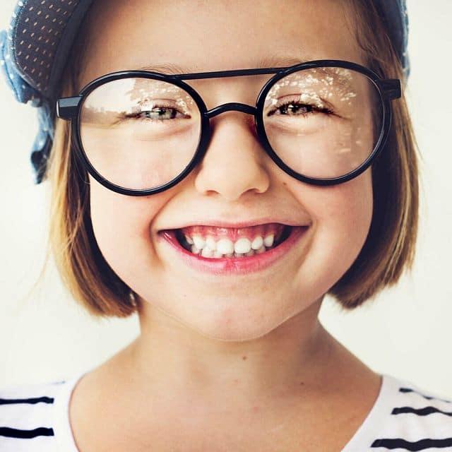 Коли дитині потрібні окуляри