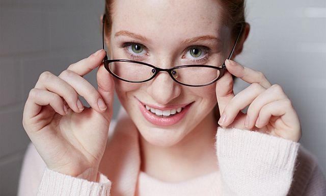 Як правильно повинні сидіти окуляри на носі