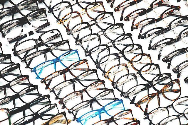 Які окуляри краще метал або пластик