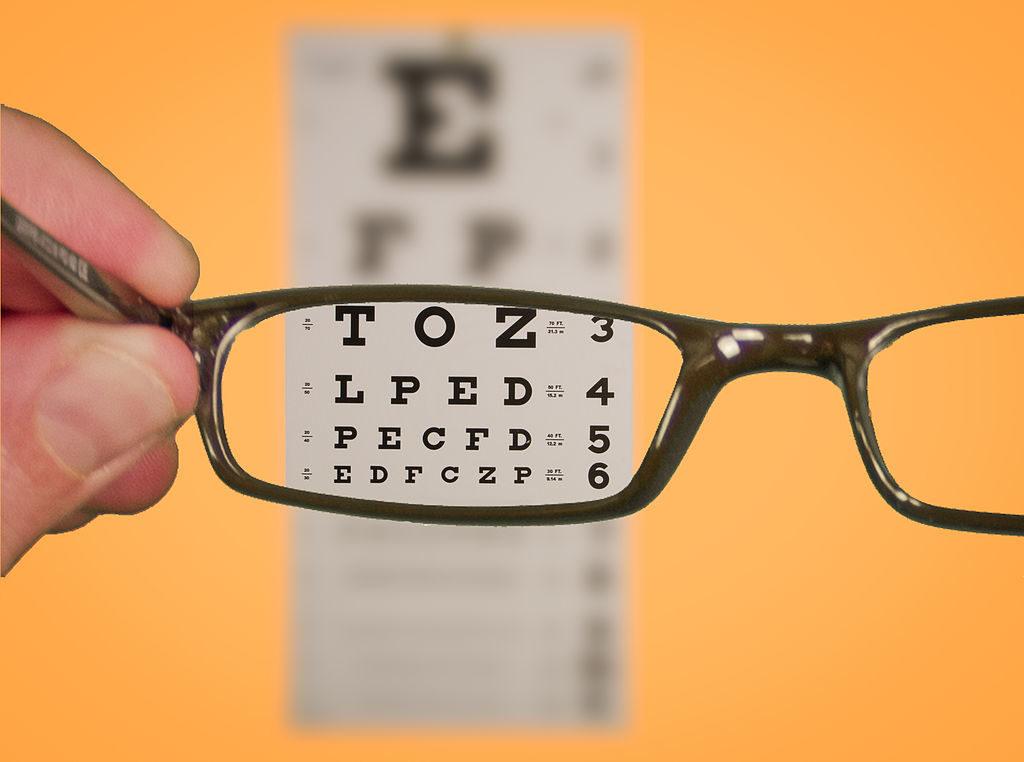коригувальні окуляри